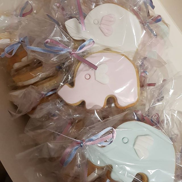 Elephant cookie favors 😃🐘🐘🐘 #babyshower #pemulwuycupcakes #partyideas #favors #elephant #cookies