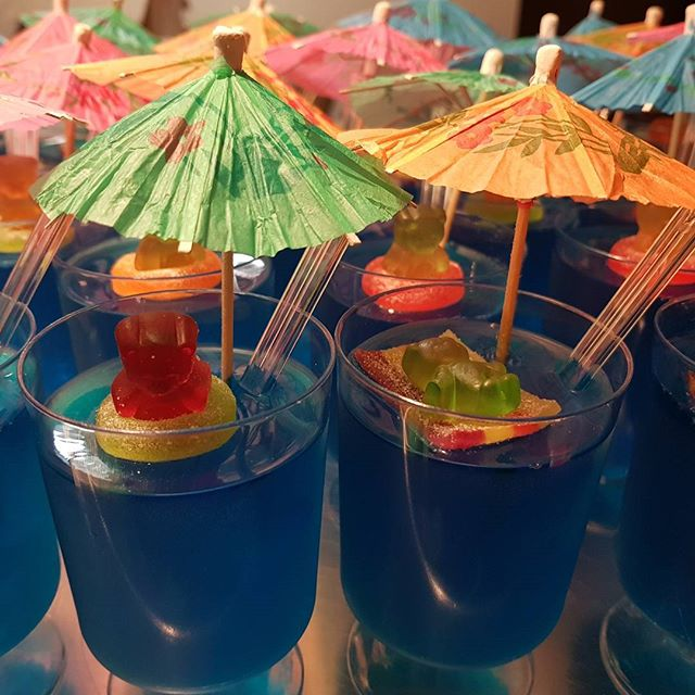 These guys have the rite idea #coolingoff #summer #pemulwuycupcakes #jellycups #kidspartyideas #wetn