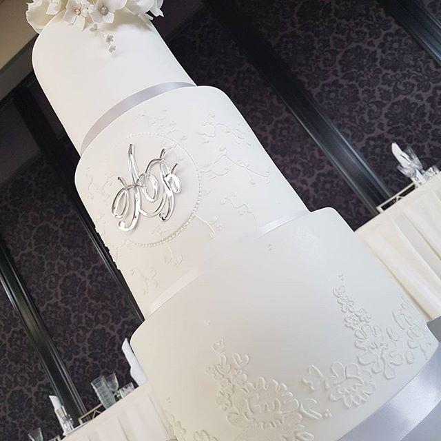 #details #pemulwuycupcakes #weddingcake #wedding _curzonhall_navarravenues _alaroch _budsnpetalcakes