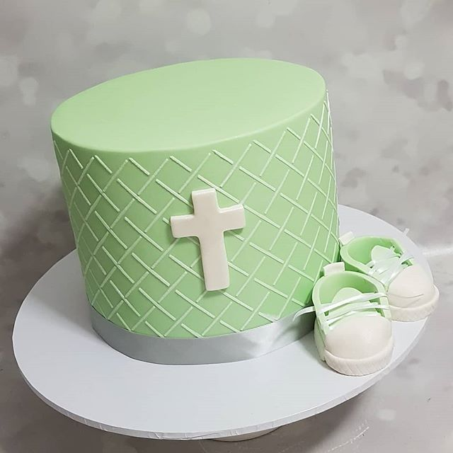 Baptism cake for baby Noah 😍 _#boyscakes #baptism #baby #boysparty #cross #babyshoes #fondantcake #