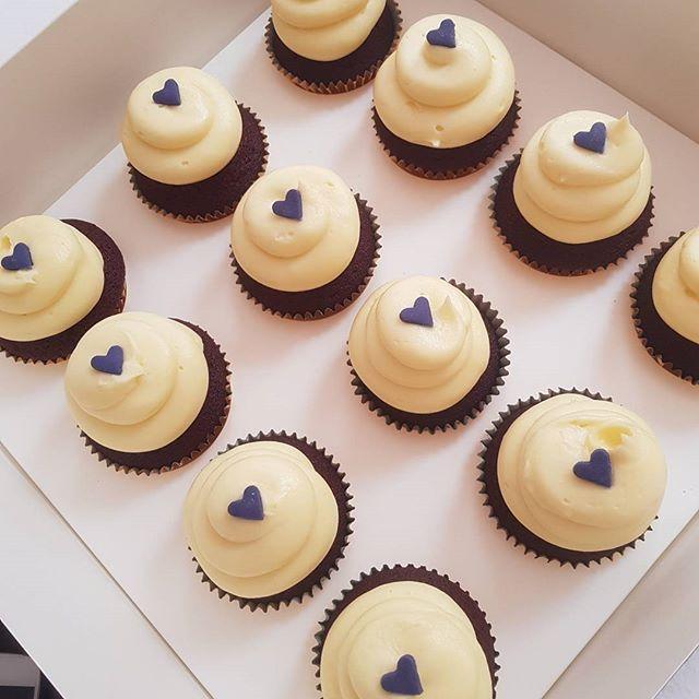 Red velvet & cream cheese frosting ♡__#pemulwuycupcakes #freshlybaked #cupcakes #redvelvet #yummy #l