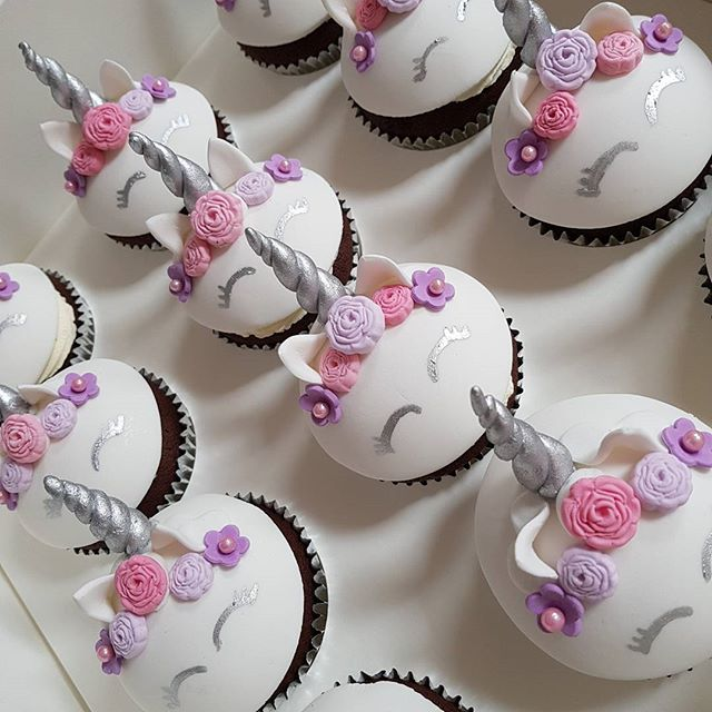 Cuteness overload 🦄🦄🦄 #Pemulwuycupcakes #cupcakes #unicorn #girlscakes #girlsparties #kidspartyid