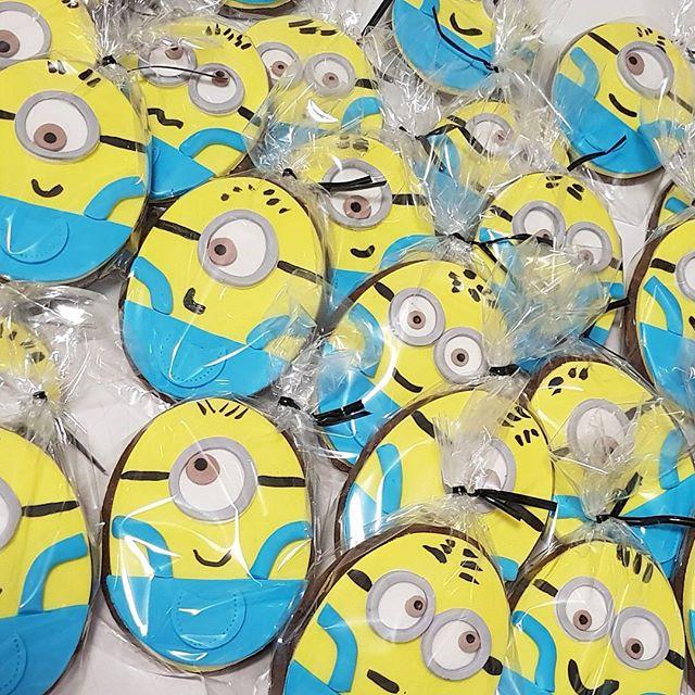 #minion  cookie favors ☆☆_#kidspartyideas #pemulwuycupcakes #minionarmy