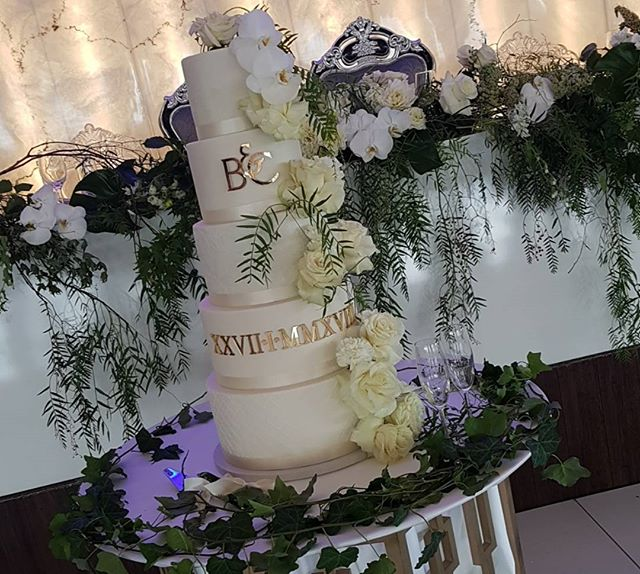 Loved seeing my design come to life ♡ created this stunning cake for our good friends wedding last n