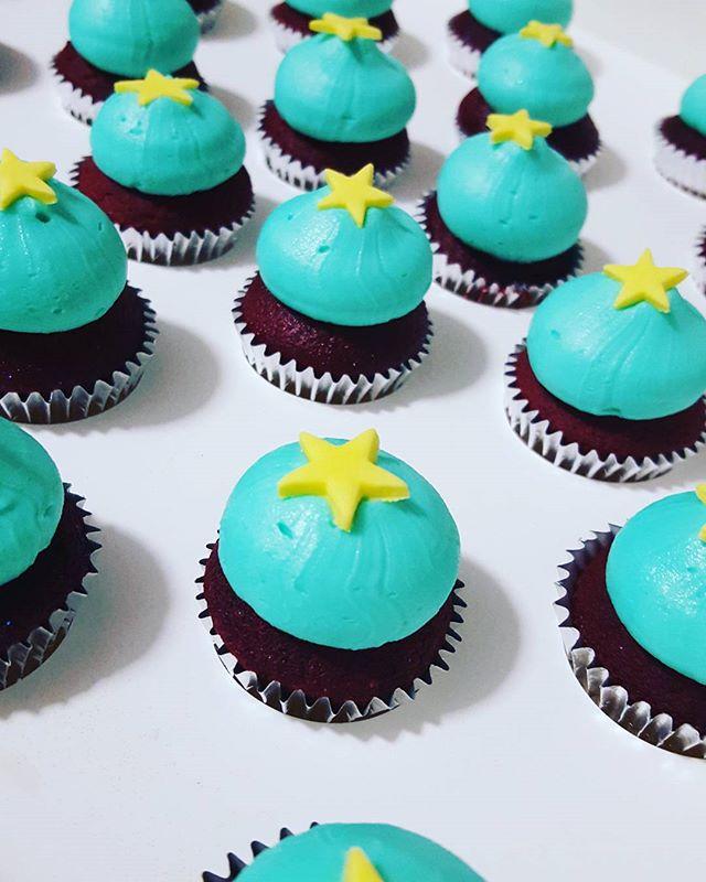 Teeny tiny #minicupcakes ♡ #nocherrieshere #juststars #aqua #stars🌟 #redvelvet #pemulwuycupcakes