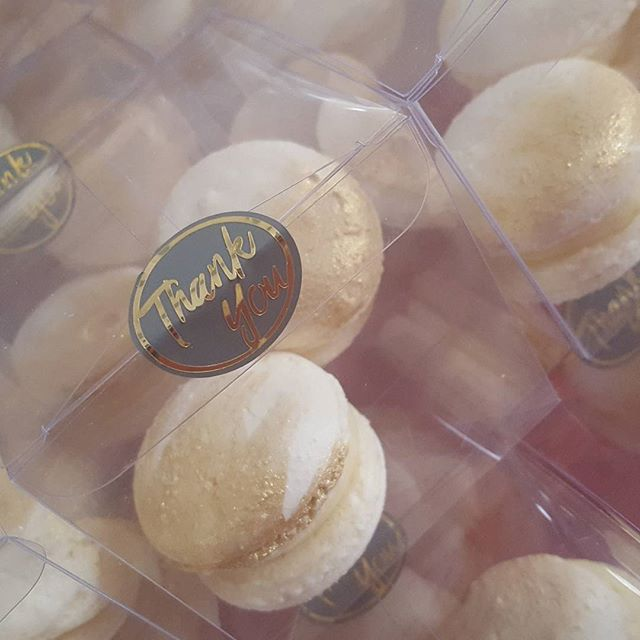 Homemade macarons make the perfect wedding favors! _Sealed with custom seal by _atomicantdesign ♡__#