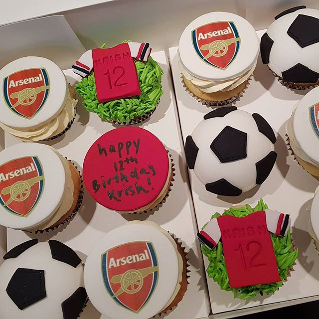 #soccer #cupcakes #arsenal #soccerfan #pemulwuycupcakes #birthday #boyscakes #soccerball #sports #cu