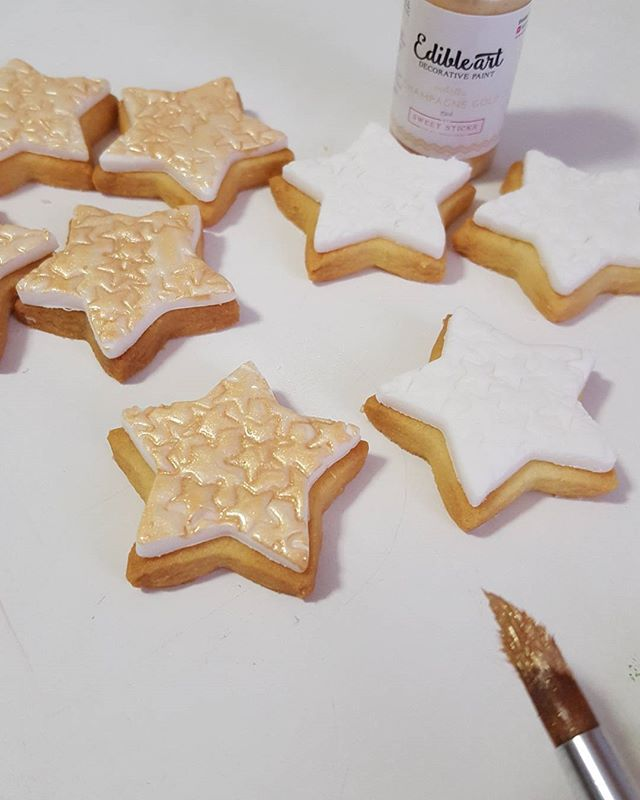 Star cookie cupcake toppers ☆☆☆ #stars🌟 #christmas #cookies #pemulwuycupcakes #sydneysweets #edible