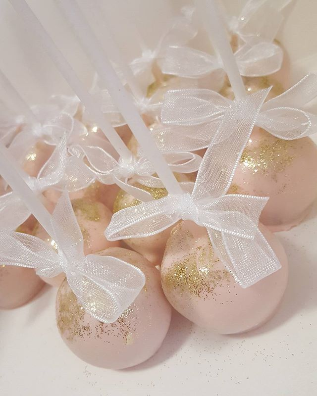 These are definately my most popular ♡ _#cakepop #pink #gold #pemulwuycupcakes