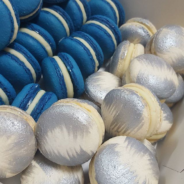 Blue white & silver macs for a communion__#pemulwuycupcakes #communion #bubblegum #whitechoc #boys #