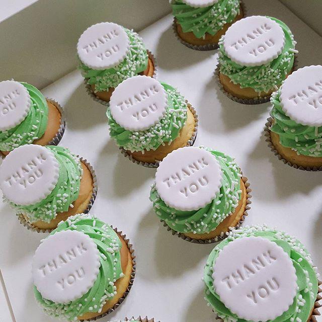 #thankyou #cupcakes _#pemulwuycupcakes #cake #custom #sprinkles ☆