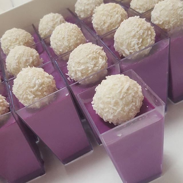Purple vanilla bean panacotta ♡ _#sweets #desserts #pemulwuycupcakes #pannacotta #vanillabean #raffa