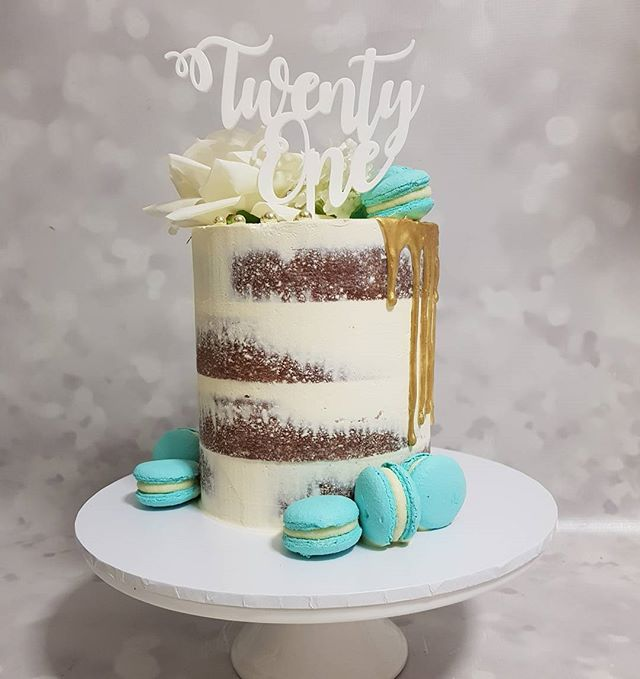 #twentyone #pemulwuycupcakes  #cakelove  #macarons #customcakes #vanillabean #seminaked