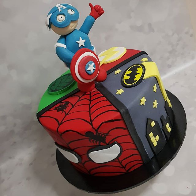 #superhero #cake #pemulwuycupcakes #cakelove #fondantcake #fondantart #handmade #avengers #captainam