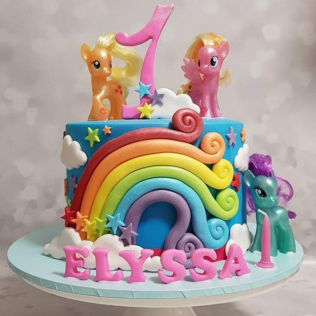 #mylittlepony #firstbirthday ☆ #pemulwuycupcakes #love #rainbow #kidscake #kidspartyideas #one #pony