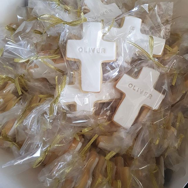 Baptism cookies for today__#cookies #pemulwuycupcakes #baptism #cross #gold #favors #partyideas