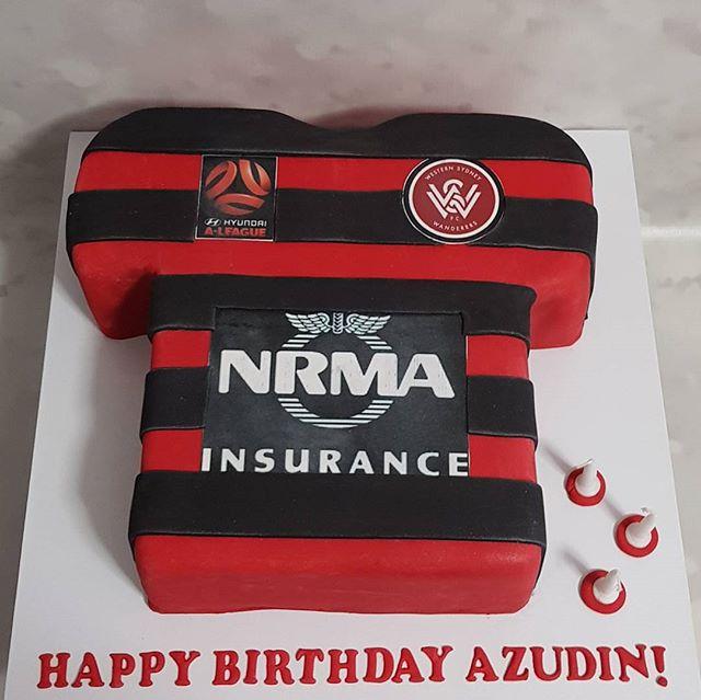 Hardest cake to photograph im sure! _#wsw #birthday #pemulwuycupcakes #jersery #aleague #westernsydn