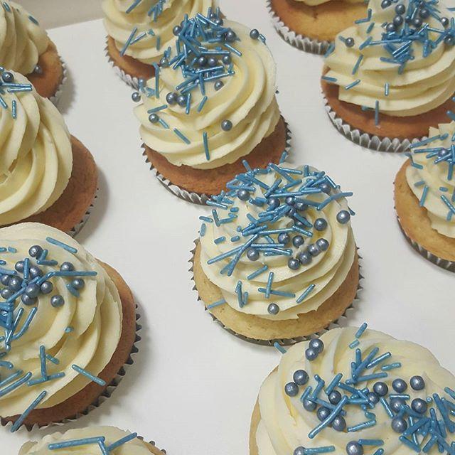 #glutenfree vanilla cupcakes ♡ #pemulwuycupcakes #buttercream #sprinkles