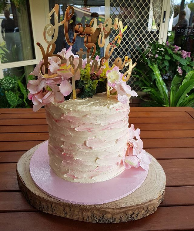 #redvelvet  #creamcheeseicing #pinks #love #happybirthday #seventy #pemulwuycupcakes