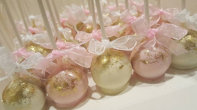 So popular ! _#gold #pink #white _#cakepop _#pemulwuycupcakes ♡♡