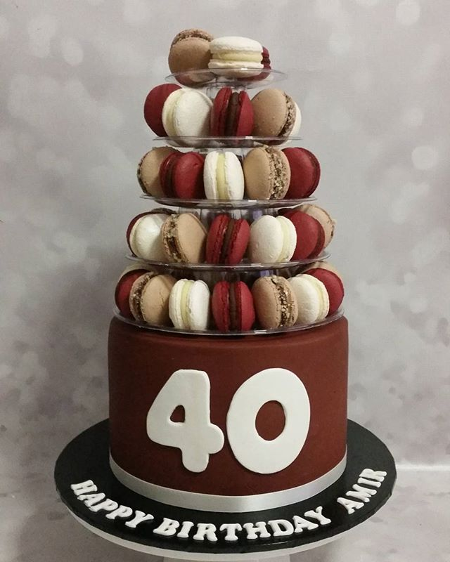 Such a cool cake ☆ yummy macarons atop of a red velvet cake for this 40th birthday! _#macarons #cake