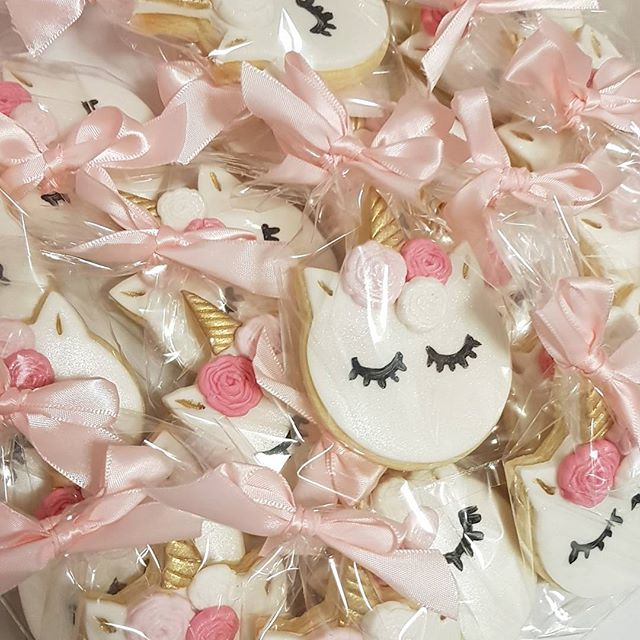 #unicorns #pemulwuycupcakes #cookies #customcookies #unicornlove #pink #kidspartyideas #favors #girl