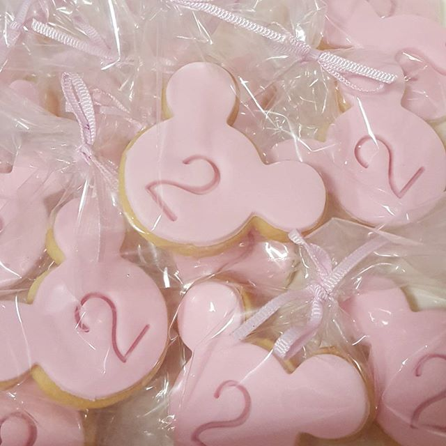 Mini minnie cookies ♡_#partyfavors #pemulwuycupcakes #cookies