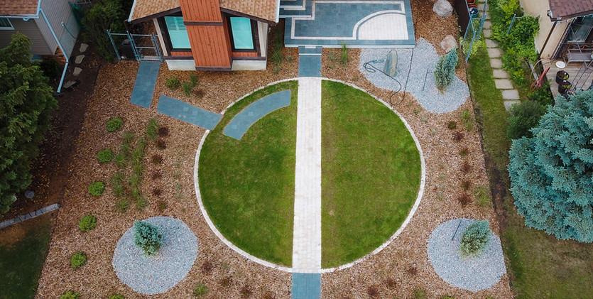 Tanzite_Stone_Deck_Front_Yard_Modern_Des