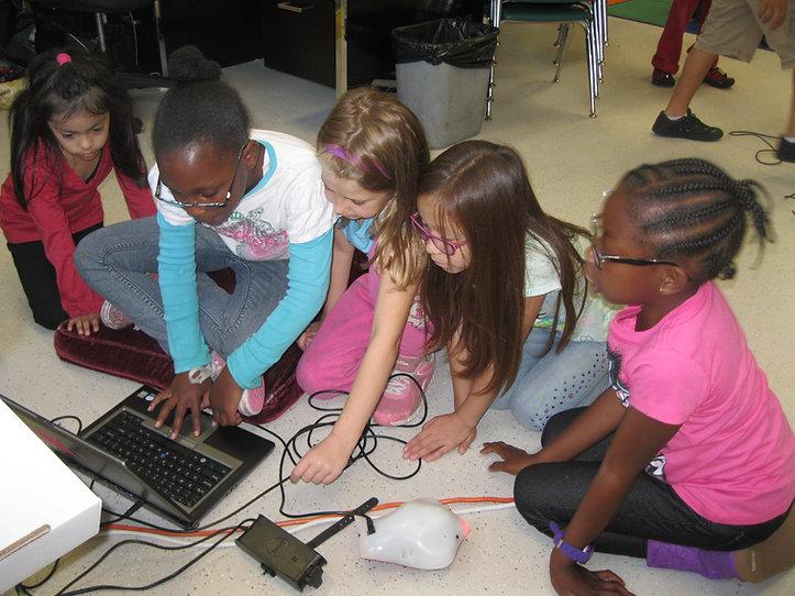 5 girls coding on the floor - September 2014 (186).JPG