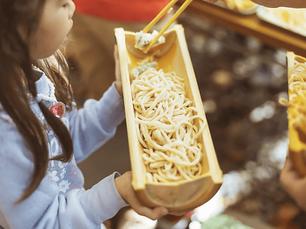 10/25 河原でのびのび遊ぼう!自分で作った箸と器で手打ちうどんを食べよう!