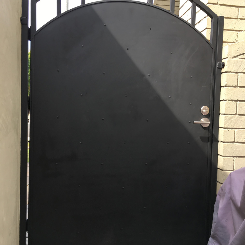 Privacy Screen on Metal Gate