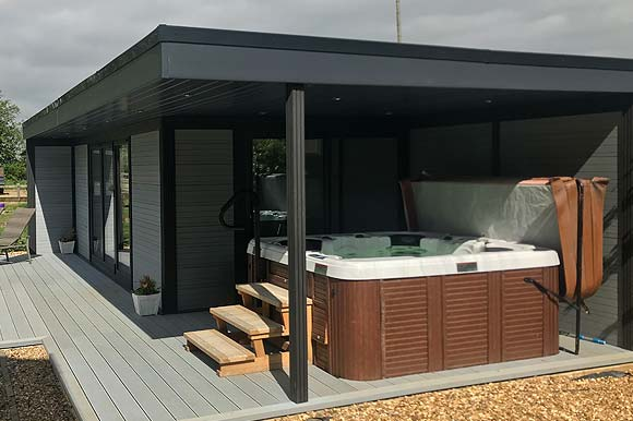 hot-tub-garden-room-from-composite-garde
