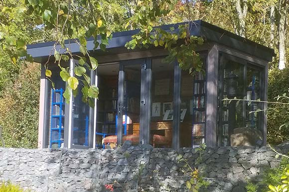 garden-studio-used-as-a-library
