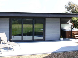 composite-garden-buildings-hot-tub-retre