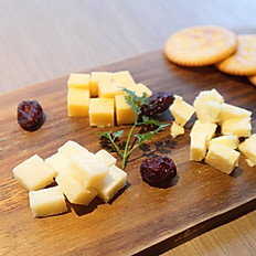 Assorted Cheese Plate / 熟成チーズ盛合わせ