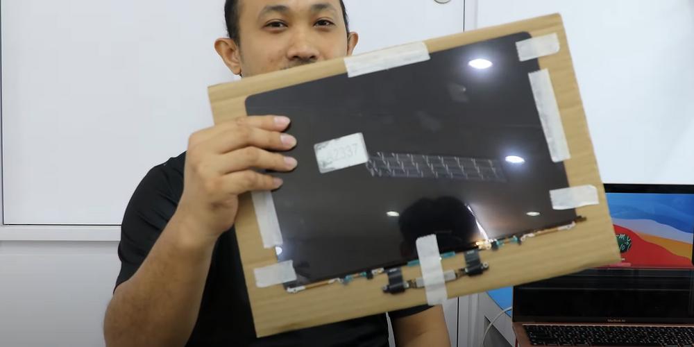 LCD macbook air M1