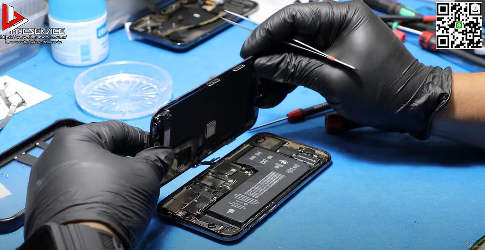 แกะตัวเครื่อง iphone 11 pro