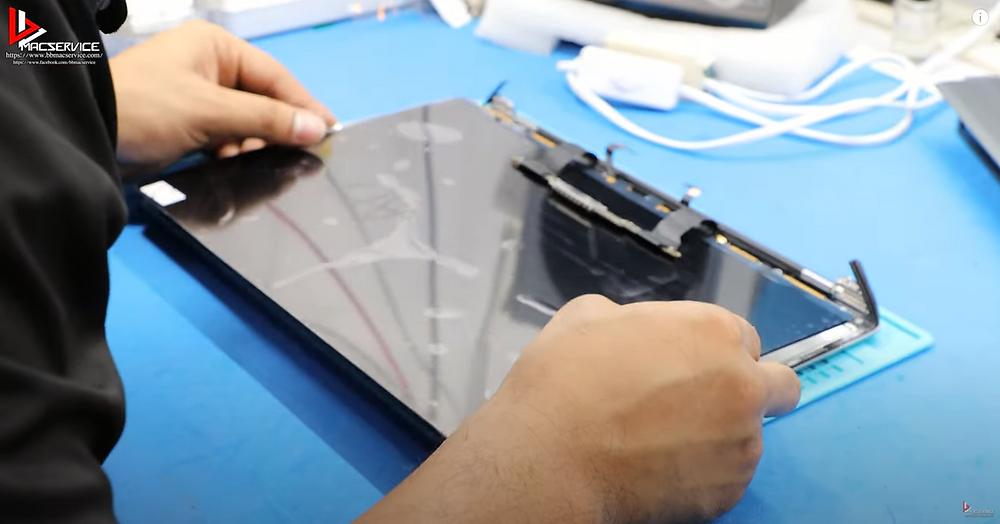 เปลี่ยนจอ LCD Macbook pro