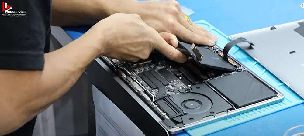 เปลี่ยนแบตเตอรี่ Macbook Pro