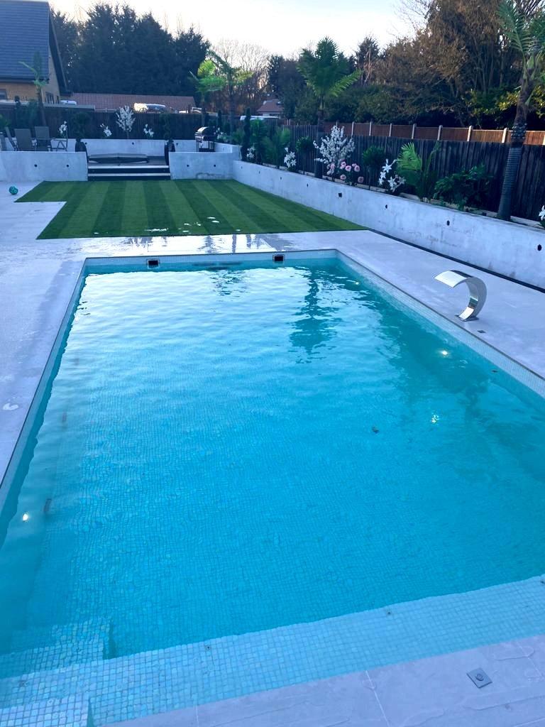 one piece pool