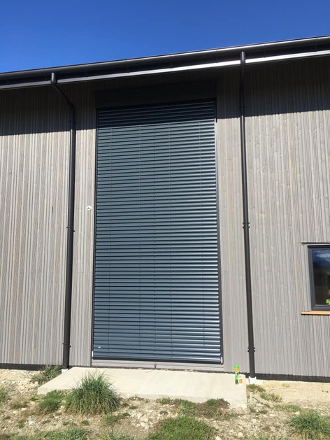 LThermaDura LignoLine Curtain wall with ROMA external blinds