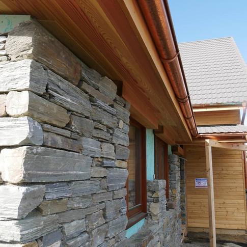NatureLine windows in Schist stone