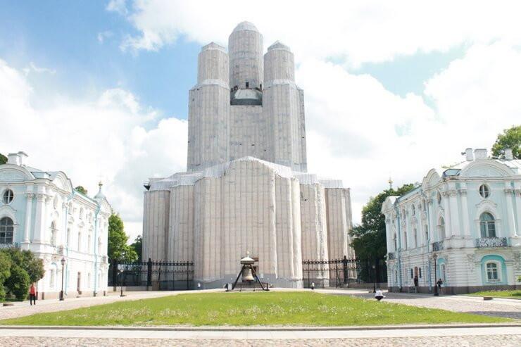 Регистрационная палата Санкт-Петербурга 1991-2002. Здание справа.