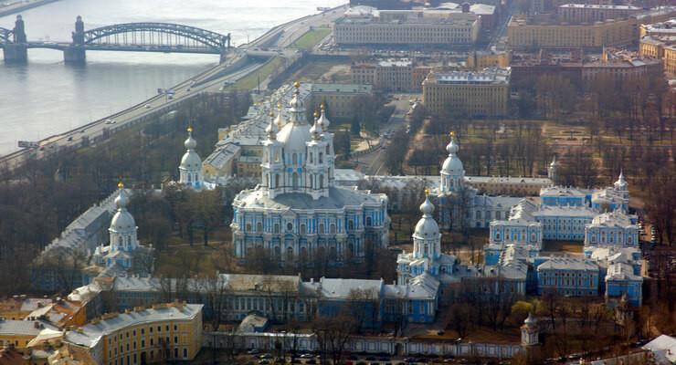 Регпалата Санкт-Петербурга 1991-2002. На дальнем плане МИФНС №15 (ЕЦР) по Санкт-Петербургу.