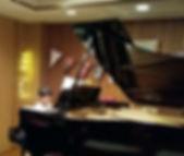 修一郎ピアノ.jpg