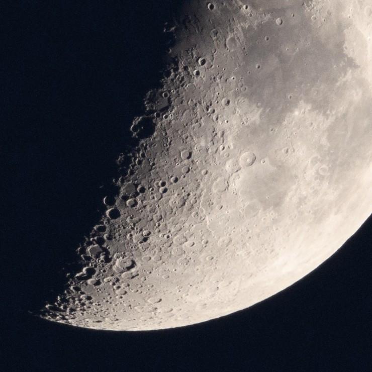半月の表面 / Surface of the half moon