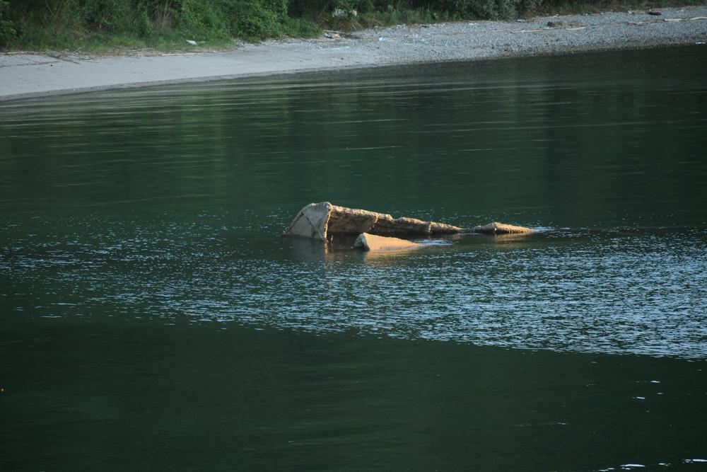 コンクリ船の残骸 / Wreckage of a concrete ship