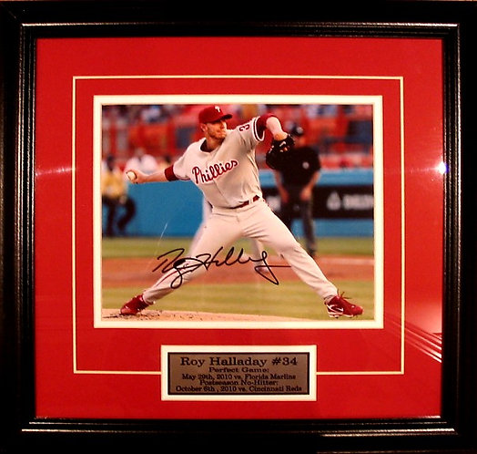 Halladay, Roy Autographed Phillies 8x10 Photo Framed
