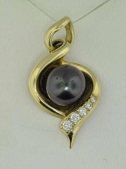GOLD SWIRL AND PEARL PENDANT