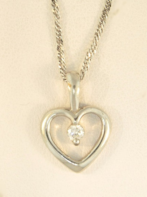HEART AND DIAMOND CENTER PENDANT